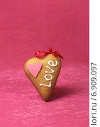 Купить «День святого Валентина, сердце», фото № 6909097, снято 19 февраля 2014 г. (c) ElenArt / Фотобанк Лори