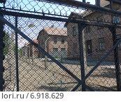 Освенцим Аушвиц Защитное ограждение от побегов (2014 год). Редакционное фото, фотограф Евгения Бугас / Фотобанк Лори