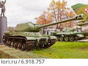 Купить «Советский тяжелый танк ИС-2 (Иосиф Сталин) в Музее Войска Польского в Варшаве, Польша», фото № 6918757, снято 20 октября 2014 г. (c) Иван Марчук / Фотобанк Лори