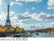 Купить «Париж, Эйфелева башня и река Сена осенью в солнечный день», фото № 6918953, снято 5 ноября 2014 г. (c) Михаил Никитин / Фотобанк Лори