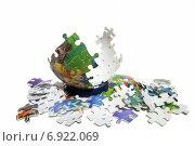 Шар из пазлов в процессе сборки. Редакционное фото, фотограф Митрофанов Роман / Фотобанк Лори