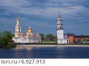 Купить «Невьянская наклонная башня и Спасо-Преображенский собор», фото № 6927913, снято 26 мая 2013 г. (c) Megapixx / Фотобанк Лори