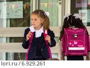 В школу (2013 год). Редакционное фото, фотограф Александр / Фотобанк Лори