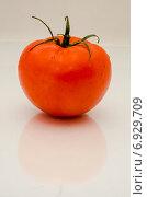 Красный помидор. Стоковое фото, фотограф Елена Корепанова / Фотобанк Лори
