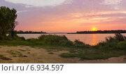 Закат на реке. Стоковое фото, фотограф Владислав Кищенко / Фотобанк Лори