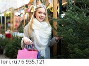 Купить «Blonde at Christmas Fair», фото № 6935121, снято 21 сентября 2018 г. (c) Яков Филимонов / Фотобанк Лори