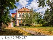 Купить «Старое здание на территории ЦГБ города Азова», фото № 6940037, снято 13 июня 2014 г. (c) Борис Панасюк / Фотобанк Лори