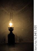 Старинная керосиновая лампа. Стоковое фото, фотограф Алексей Кокоулин / Фотобанк Лори
