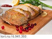Купить «Свинина запеченная под горчичным соусом с лимоном и клюквой», фото № 6941393, снято 26 января 2015 г. (c) ирина реброва / Фотобанк Лори