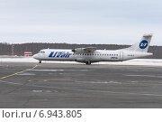 Купить «Пассажирский самолет ATR-72 авиакомпании UTair на летном поле», фото № 6943805, снято 26 января 2015 г. (c) Nikolay Pestov / Фотобанк Лори