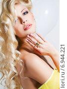 Купить «Портрет сексуальной молодой блондинки», фото № 6944221, снято 20 апреля 2018 г. (c) Александр Савченко / Фотобанк Лори