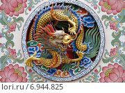 Купить «Барельеф в виде дракона - украшение храма Wat Thavorn Wararam в Канчанабури, Таиланд», фото № 6944825, снято 11 января 2015 г. (c) Natalya Sidorova / Фотобанк Лори