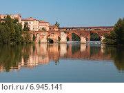 Купить «Мосты и дома с отражениями в Альби, Франция», фото № 6945141, снято 7 сентября 2012 г. (c) Anna P. / Фотобанк Лори