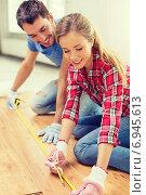 Купить «smiling couple measuring wood flooring», фото № 6945613, снято 26 января 2014 г. (c) Syda Productions / Фотобанк Лори