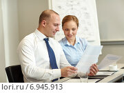 Купить «smiling business people meeting in office», фото № 6945913, снято 25 октября 2014 г. (c) Syda Productions / Фотобанк Лори