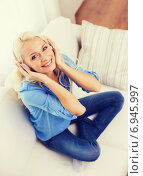 Купить «smiling young girl in headphones at home», фото № 6945997, снято 6 февраля 2014 г. (c) Syda Productions / Фотобанк Лори