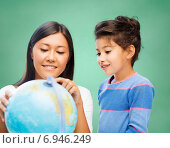 Купить «happy teacher and little school girl with globe», фото № 6946249, снято 25 августа 2013 г. (c) Syda Productions / Фотобанк Лори