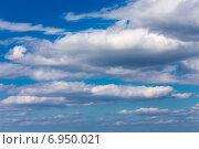 Купить «Облака в голубом небе», эксклюзивное фото № 6950021, снято 16 сентября 2014 г. (c) Сергей Лаврентьев / Фотобанк Лори