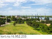 Купить «Площадь Азовского осадного сидения и порт в Азове», фото № 6952233, снято 25 мая 2014 г. (c) Борис Панасюк / Фотобанк Лори