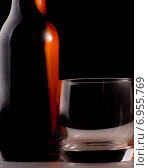 Стакан и бутылка. Стоковое фото, фотограф Владимир Лукин / Фотобанк Лори
