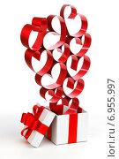 Купить «Подарок с сердечками», фото № 6955997, снято 29 ноября 2013 г. (c) Иван Михайлов / Фотобанк Лори