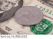Купить «Обмен валюты. Монета российский рубль лежит на банкноте два доллара США», фото № 6956033, снято 25 января 2015 г. (c) Литвяк Игорь / Фотобанк Лори