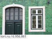 Купить «Дом, облицованный яркой плиткой. Лиссабон, Португалия.», фото № 6956861, снято 26 октября 2014 г. (c) Мария Николаева / Фотобанк Лори