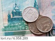 Монета достоинством один рубль. Стоковое фото, фотограф Момотюк Сергей / Фотобанк Лори