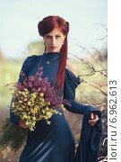 Рыжая девушка с букетом полевых цветов. Стоковое фото, фотограф Ivanikova Tatyana / Фотобанк Лори