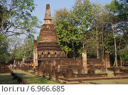 Купить «Древний храмовый комплекс Wat Phra Kaeo в историческом парке в городе Кампенг Пхет, Таиланд», фото № 6966685, снято 17 января 2015 г. (c) Natalya Sidorova / Фотобанк Лори