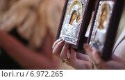 Купить «Православные иконы», видеоролик № 6972265, снято 1 ноября 2014 г. (c) Потийко Сергей / Фотобанк Лори