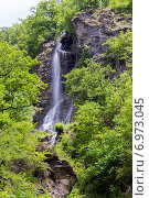 Водопад в горах Кавказа, фото № 6973045, снято 6 июля 2013 г. (c) Евгений Ткачёв / Фотобанк Лори
