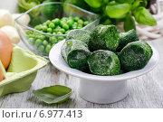 Купить «Bowl of frozen spinach. Healthy food», фото № 6977413, снято 25 мая 2020 г. (c) BE&W Photo / Фотобанк Лори