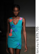 NEW YORK, NY - SEPTEMBER 07: A model walks the runway at Tracy Reese during Mercedes-Benz Fashion Week Spring 2015 at Art Beam on September 7, 2014 in New York City. Редакционное фото, фотограф Anton Oparin / Фотобанк Лори