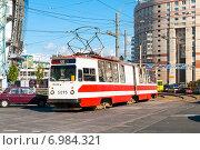 Купить «Трамвай маршрута № 55 (модель ЛВС-86К) на Комендантской площади. Санкт-Петербург», фото № 6984321, снято 22 августа 2010 г. (c) Ольга Визави / Фотобанк Лори