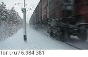 Купить «Товарный поезд, проезжающий по зимней железной дороге, ускоренной воспроизведение», видеоролик № 6984381, снято 10 января 2015 г. (c) Кекяляйнен Андрей / Фотобанк Лори