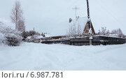 Купить «Улицы с деревянными летними домиками в дачном поселке в зимнее время года, Карелия», видеоролик № 6987781, снято 13 января 2015 г. (c) Кекяляйнен Андрей / Фотобанк Лори