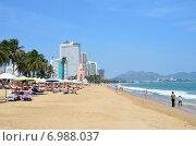 Купить «Вьетнам, городской пляж в городе Нячанг», фото № 6988037, снято 25 января 2015 г. (c) Овчинникова Ирина / Фотобанк Лори