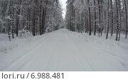 Купить «Таймлапс, автомобиль едет сквозь зимний лес по заснеженной дороге», видеоролик № 6988481, снято 24 января 2015 г. (c) Кекяляйнен Андрей / Фотобанк Лори