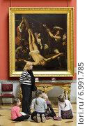 Купить «Государственный музей Эрмитаж в Санкт-Петербурге. Урок для малышей в зале итальянской живописи», фото № 6991785, снято 25 января 2015 г. (c) Валерия Попова / Фотобанк Лори