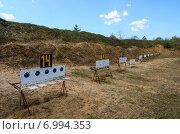 Купить «Старое биатлонное стрельбище в районном центре», фото № 6994353, снято 23 апреля 2014 г. (c) Ольга Коцюба / Фотобанк Лори