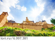 Купить «Оборонительные стены и замок Марксбург, Германия», фото № 6997381, снято 25 апреля 2014 г. (c) Сергей Новиков / Фотобанк Лори