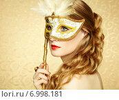Купить «Beautiful young woman in mysterious golden Venetian mask», фото № 6998181, снято 4 октября 2013 г. (c) Ingram Publishing / Фотобанк Лори