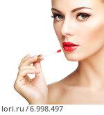 Купить «Beautiful young woman paints lips with lipstick. Perfect make-up», фото № 6998497, снято 22 февраля 2014 г. (c) Ingram Publishing / Фотобанк Лори
