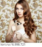 Купить «Portrait of young woman with binoculars. Fashion portrait», фото № 6998721, снято 20 июля 2014 г. (c) Ingram Publishing / Фотобанк Лори