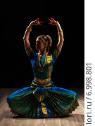Купить «Beautiful girl dancer of Indian classical dance Bharatanatyam», фото № 6998801, снято 21 октября 2013 г. (c) Ingram Publishing / Фотобанк Лори