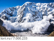 Купить «Сход лавины на Кавказе, Безенги», фото № 7000233, снято 2 августа 2014 г. (c) Роман Лысогор / Фотобанк Лори