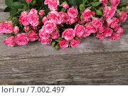 Купить «Букет из красных роз на деревянном столе», фото № 7002497, снято 29 января 2015 г. (c) Елена Блохина / Фотобанк Лори