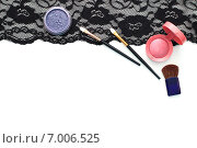 Кисти для макияжа и косметика на черном кружеве. Стоковое фото, фотограф Анастасия Андрюхина / Фотобанк Лори