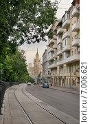 Купить «Город Москва, Яузский бульвар, вид на высотное здание на Котельнической набережной», эксклюзивное фото № 7006621, снято 1 июня 2014 г. (c) Dmitry29 / Фотобанк Лори